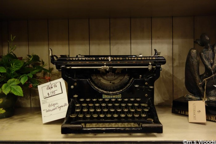deja-vu-antiques-store-antique-typewriter