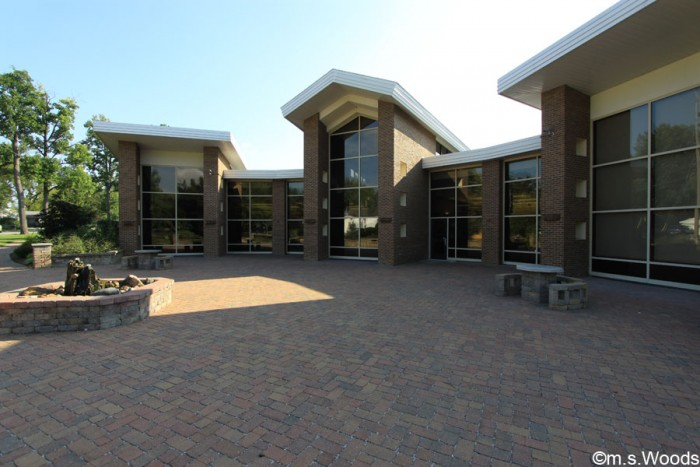 exterior-photo-of-mooresville-public-library