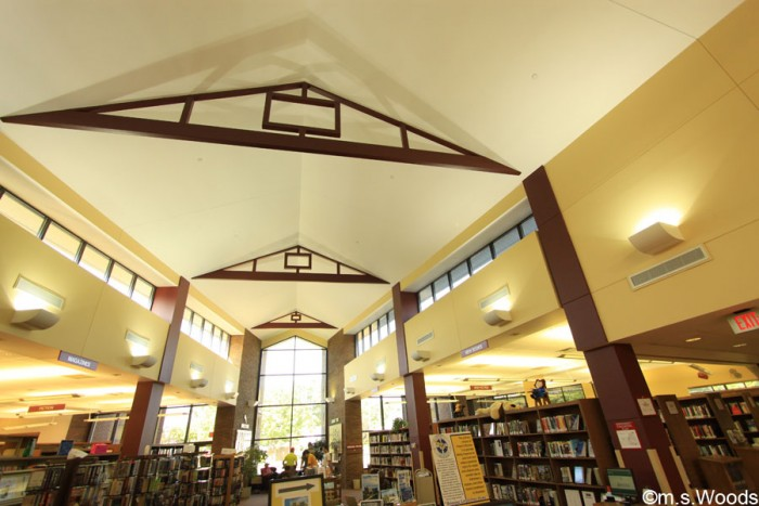 interior-photo-of-mooresville-public-library