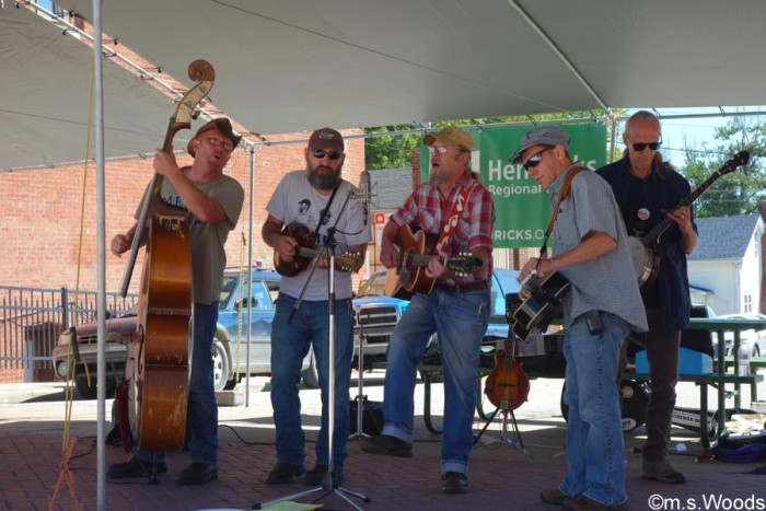 musicians-perform-at-fair-on-the-square-danville-indiana