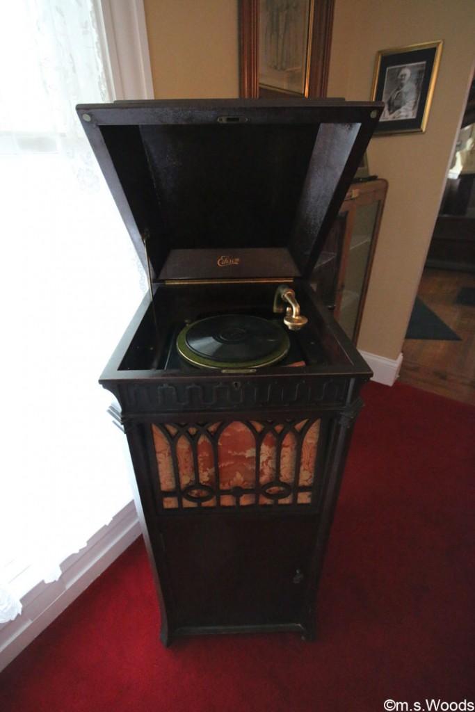 james-whitecomb-riley-museum-phonograph-machine