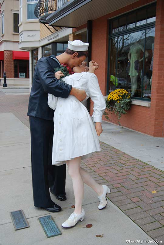 Sculpture Kissing Sailor In Carmel Downtown