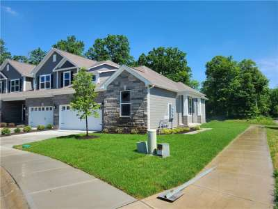 8282 W Glacier Ridge Drive, Fishers, IN 46038