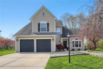 8609 N Knoll Crossing, Fishers, IN 46038
