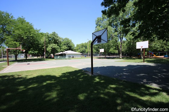 basketball-courts-at-lions-park-zionsville