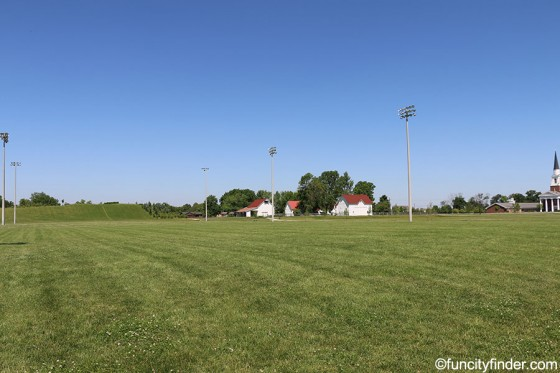 field-with-farmhouse-in-distance-at--mulberry-fields-zionsville