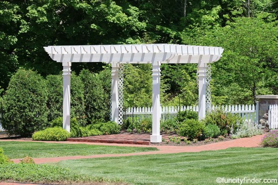pergola-at-ambassador-house-at-fishers-heritage-park-at-white-river