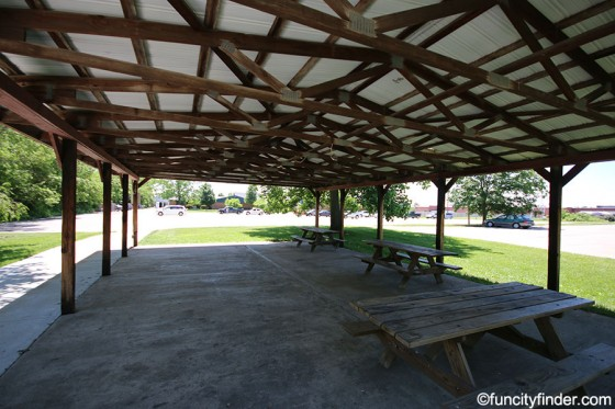 picnic-shelter-in-town-hall-park-zionsville