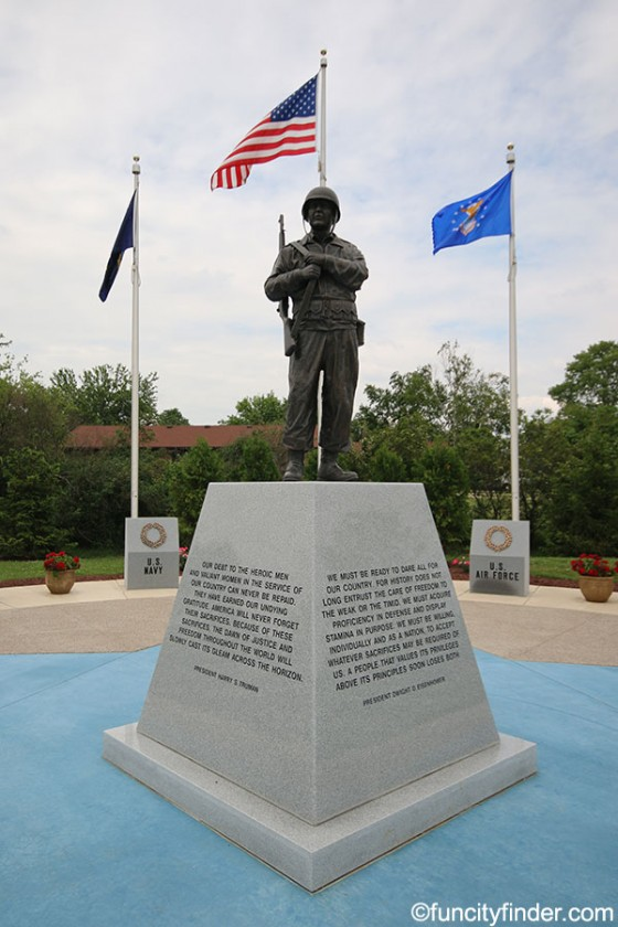 sculpture-of-soldier-in-world-war-ii-memorial-park