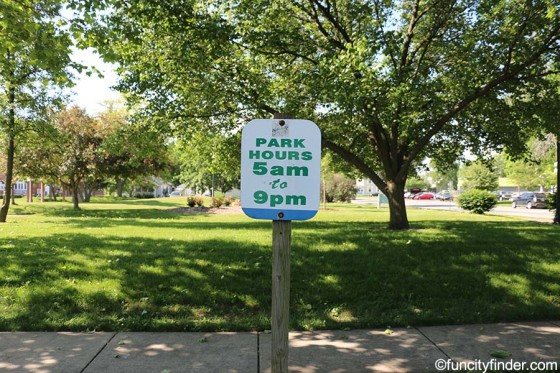 sign-shows-park-hours-southside-park-noblesville