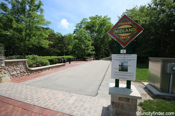 midland-trace-trail-sign-at-old-friends-cemetery-park-westfield